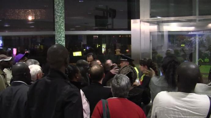 Bronca en aeropuerto Lisboa inicio viaje