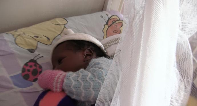 Bebe de semanas orfanato Dakar