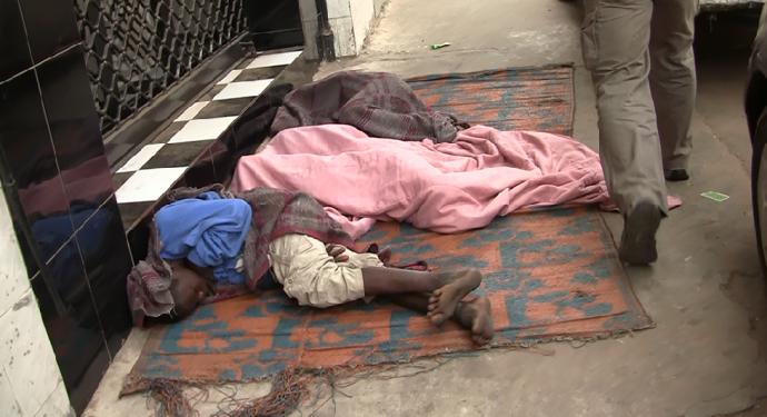 Familia durmiendocalle Dakar