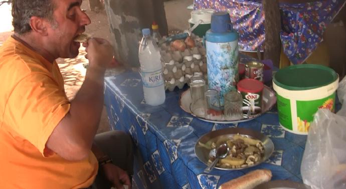 Comida en un puesto callejero